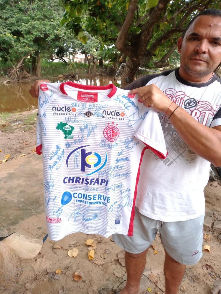 Camisa a ser rifada em prol do Edvar Nunes